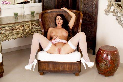 Nina Leigh - 19