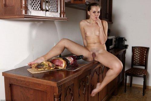 Голодная Irena