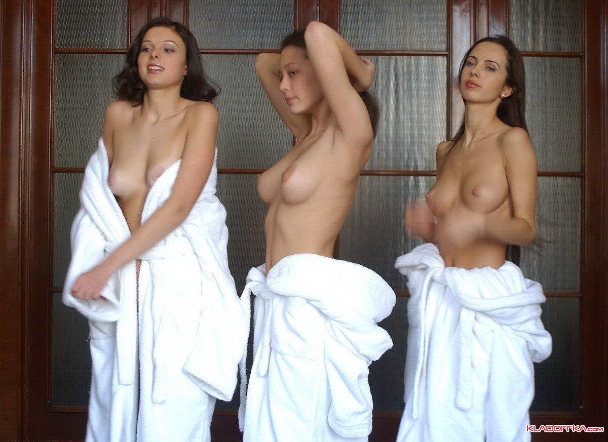 Эро фото в халате девушки 3 фотография