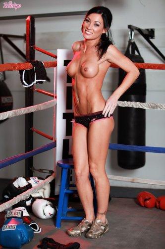 Боксёрша Starri Knight