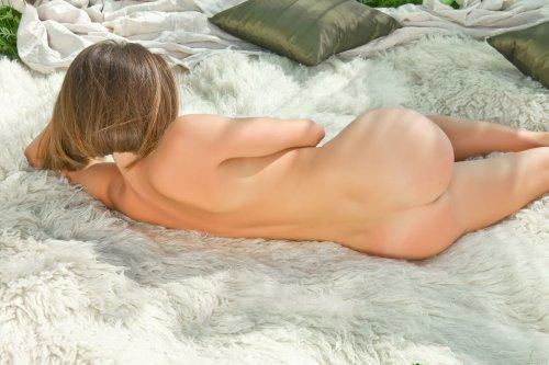 Акробатка Susana на природе