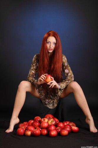 Marga с яблоками