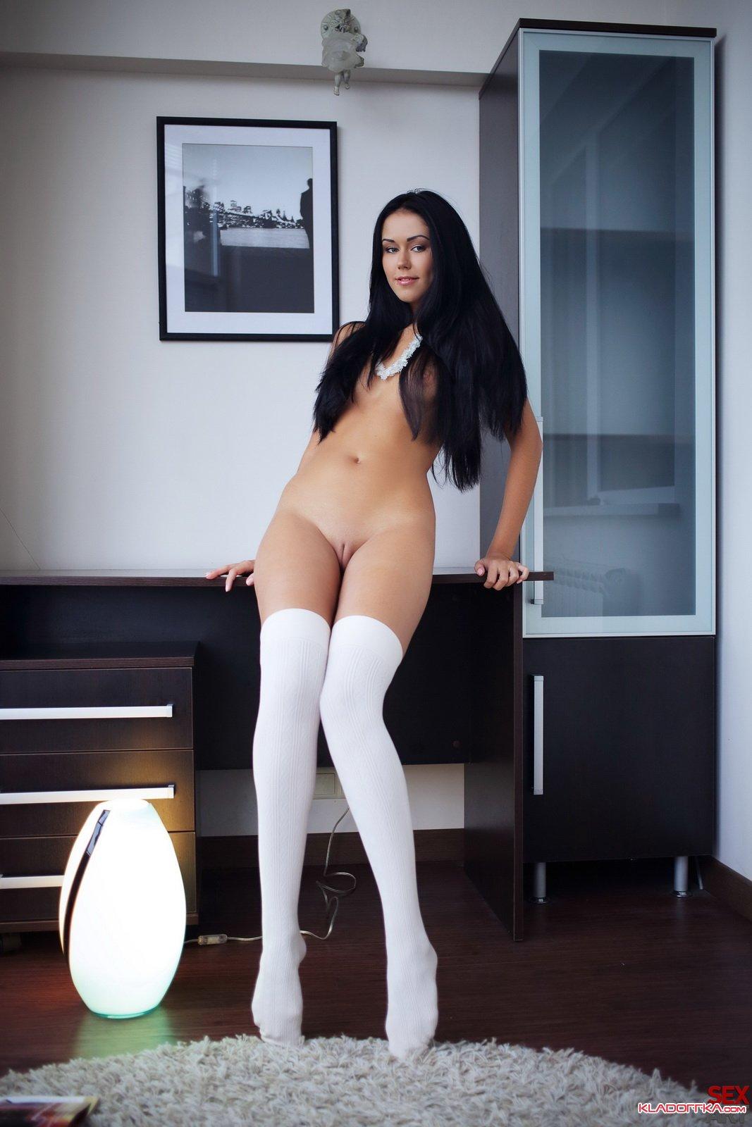 Красивые голые в чулках 26 фотография