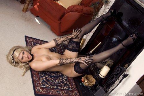 Пианистка Jade в корсете