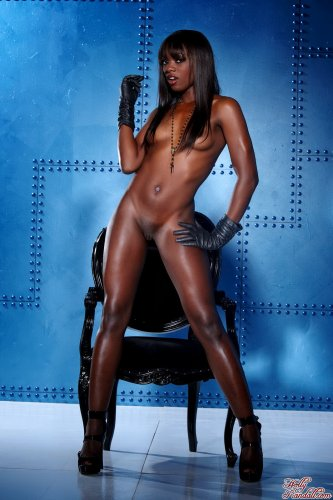 Шоколадная Ana Foxxx