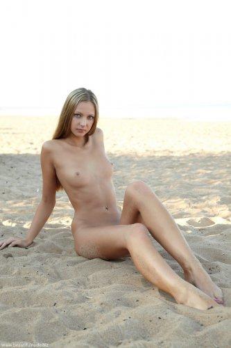 Ксения на песке
