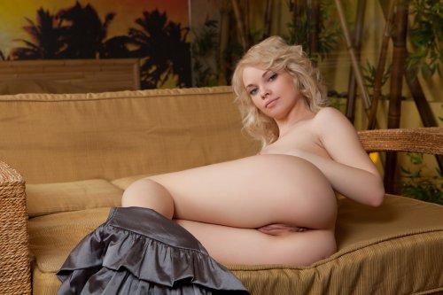 Сладкая и сексуальная Feeona