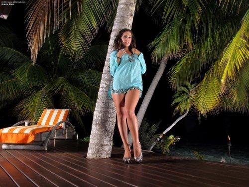 Gracie Glam под пальмами