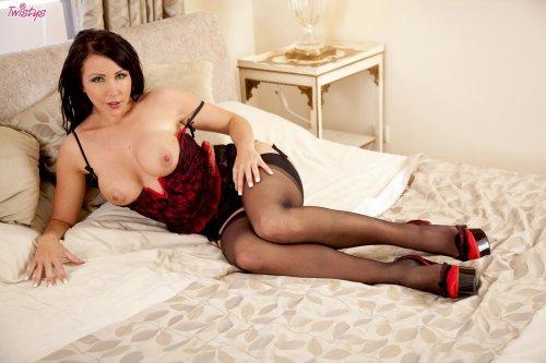 Искушенная Nina Leigh показывает себя со всех ракурсов