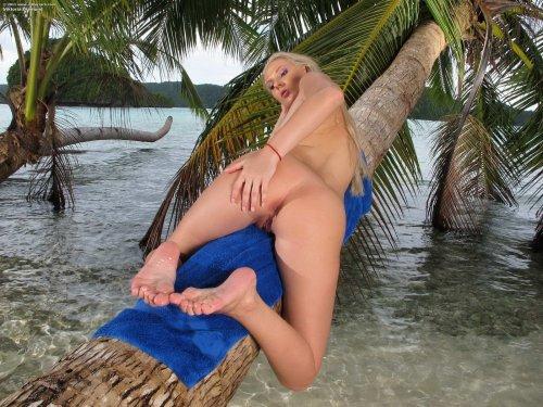 Viktoria Diamond на острове
