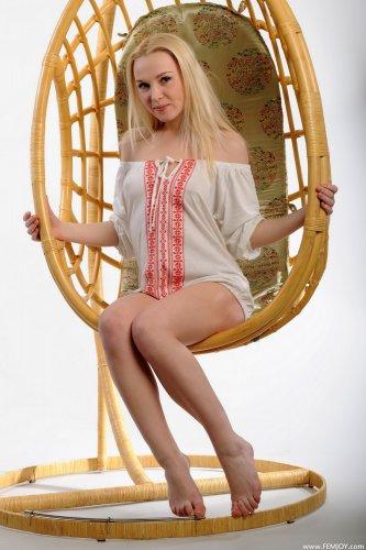 Блондинка Karen E.