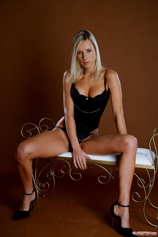 krashenaya-blondinka-foto-erotika