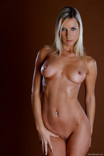 Крашеная блондинка Nele