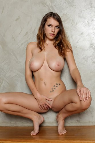 Samantha с большой грудью