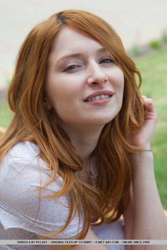 Клёвая рыженькая бесстыдница Dariya A демонстрирует интимную причёску