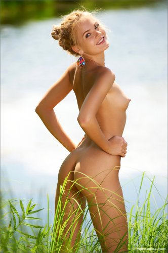 Talia Blonde