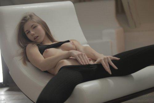 Худая спортсменка Krystal Boyd разделась и показала бритую киску крупным планом