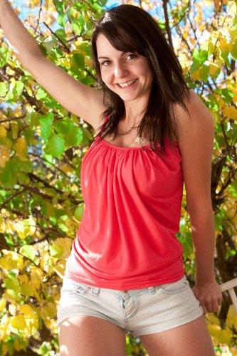 Частные развратные фото молодой девки Anna с натуральным телом