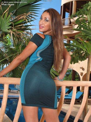 Бомбическая красотка Vicki Chase с сексуальной попкой снимает сртинги для InTheCrack