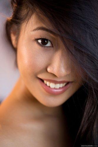 Азиатская длинноногая модель Sharon Lee разделась для Digital Desire