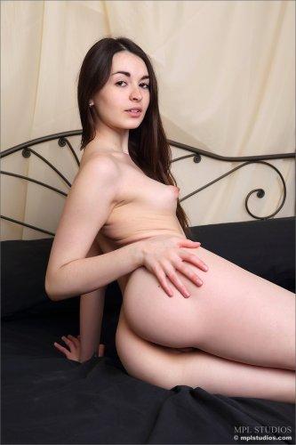 Похотливая брюнетка Lukki Lima на эротическом кастинге для MPL Studios