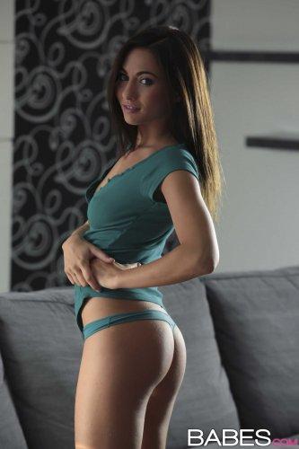 Michaela Isizzu