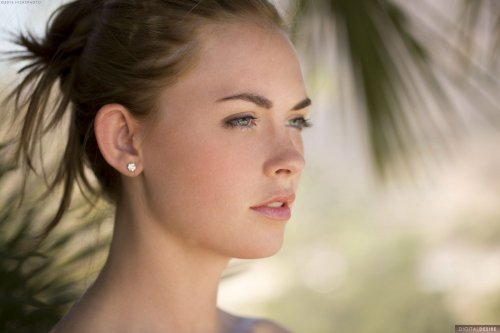 Очаровательная эротическая фотомодель Bailey Rayne с идеальной попкой