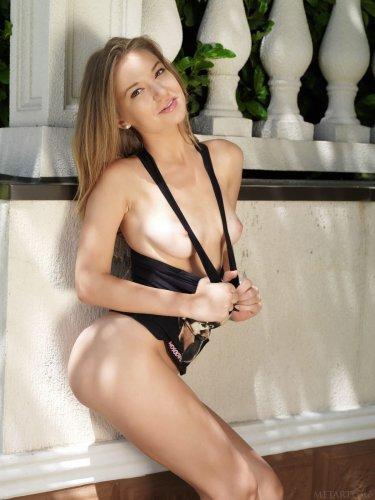 Красивая эротика от хорошенькой девчонки Yani Nastya без одежды