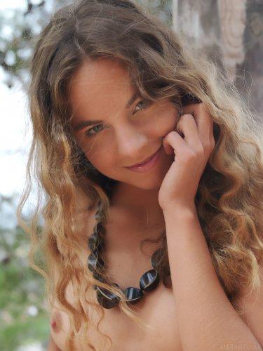 Красотка с потрясающей фигурой Altea Belinda
