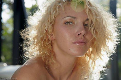 Миниатюрная киска блондинки Lilly A