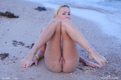 Песочек на аппетитной попке Liza B