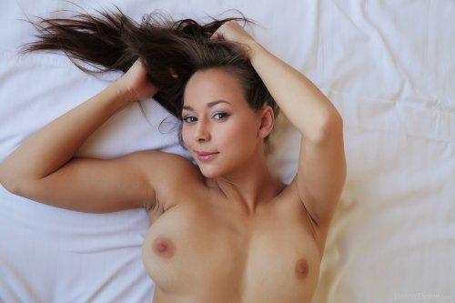 Darisha Roxx на кровати