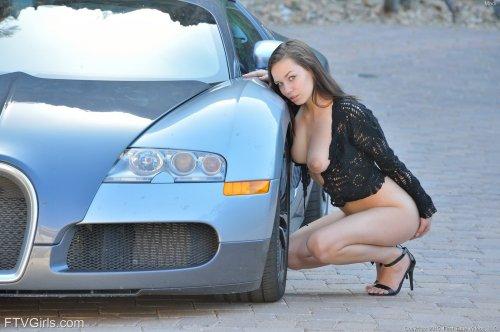 Madi Meadows занимается сексом с фалоимитатором