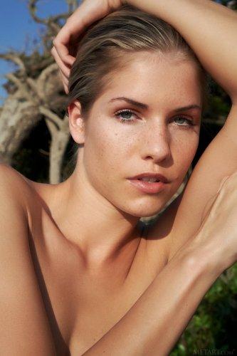 Дикая и голая Iveta Vale хочет совокупляться на природе