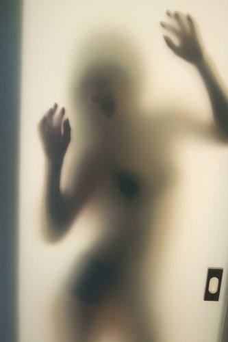 Возбужденная красотка Alex Tifony скучает одна в квартире