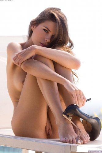 Привлекательная Valeria Alexa раздевается