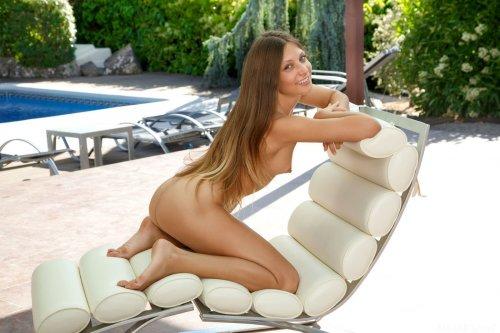 Talia Mint с пухлыми губками и маленькой грудью