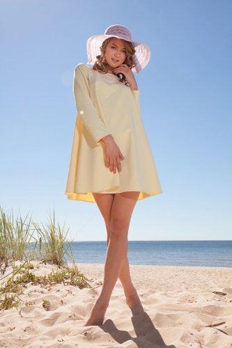 Юная Maria Pie удовлетворяет себя на песочке