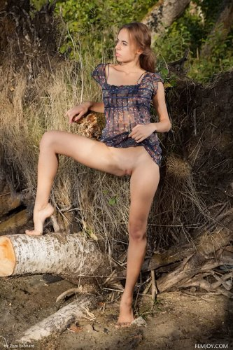 Славянская красавица Anna Netrebko обнажилась на природе