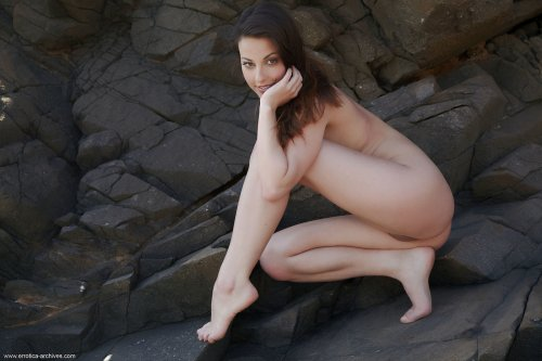 Голые скалы и голая Lorena Garcia