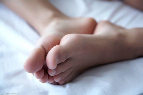 Altea Belinda раздвинула свои стройные ножки