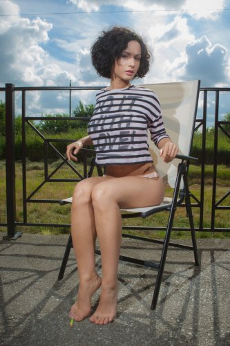 Pammie Lee голая на лежаке