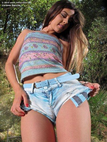 Lorena Garcia мастурбирует и течет