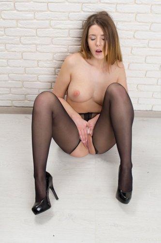 Davina E
