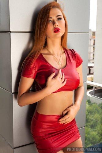 Justyna в красном