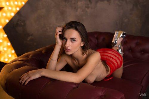 Секс звезда Gloria Sol на эротической фотосесии