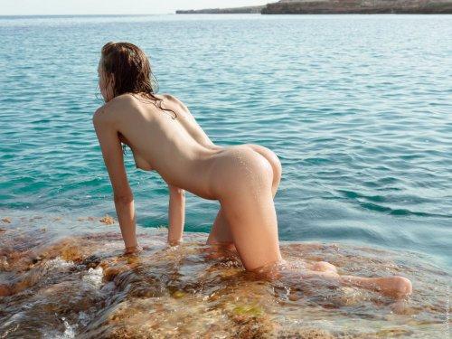 Мокрое сексуальное тело Katya Clover
