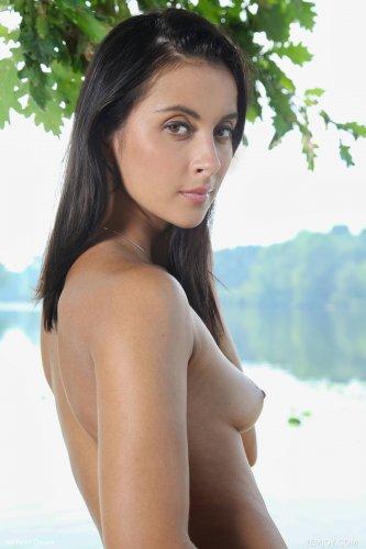 Benita на речке голая
