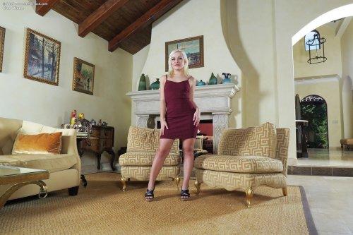 Cleo Vixen с розовым вибратором
